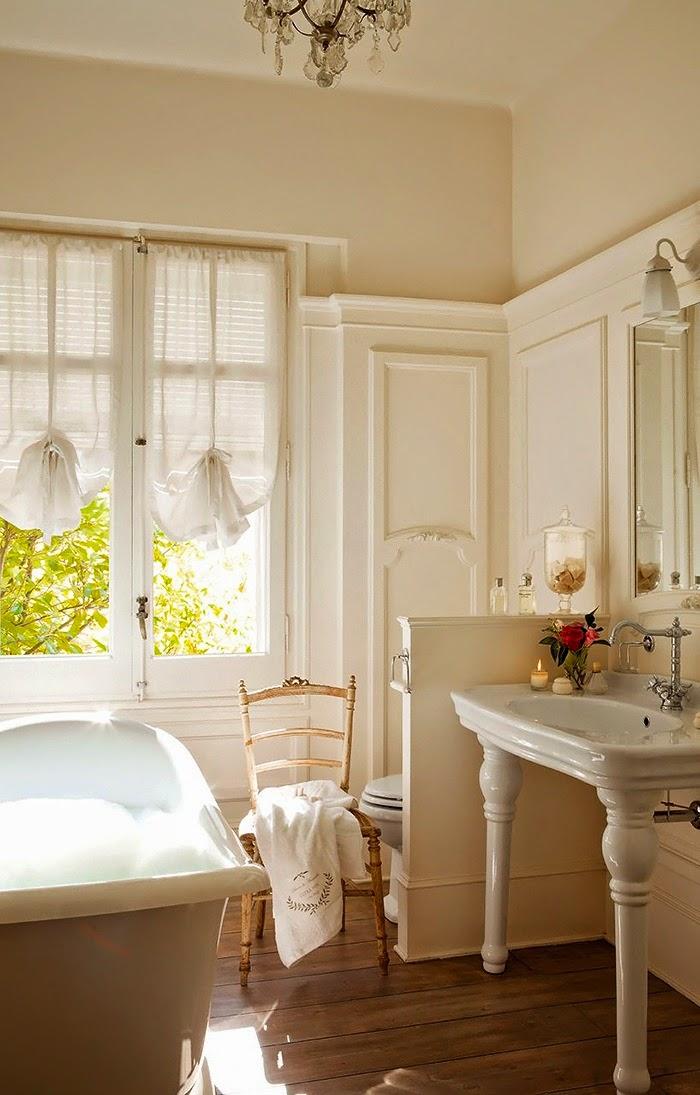 Deco un espacio delicado y relajante para desconectar for Baroque style bathroom