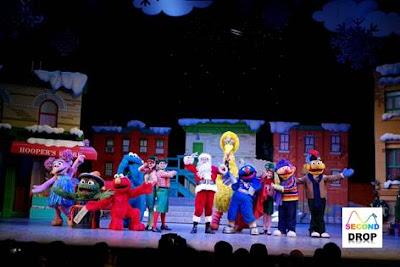 Sesame Street Saves Christmas USS 2015