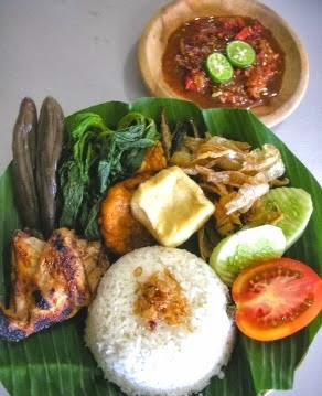 Nasi Tempong, kuliner khas Banyuwangi.