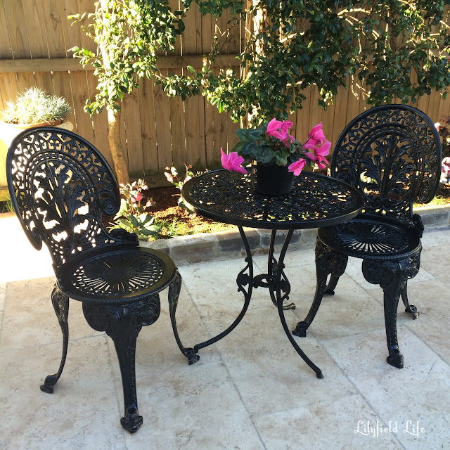 How to paint outdoor metal chairs