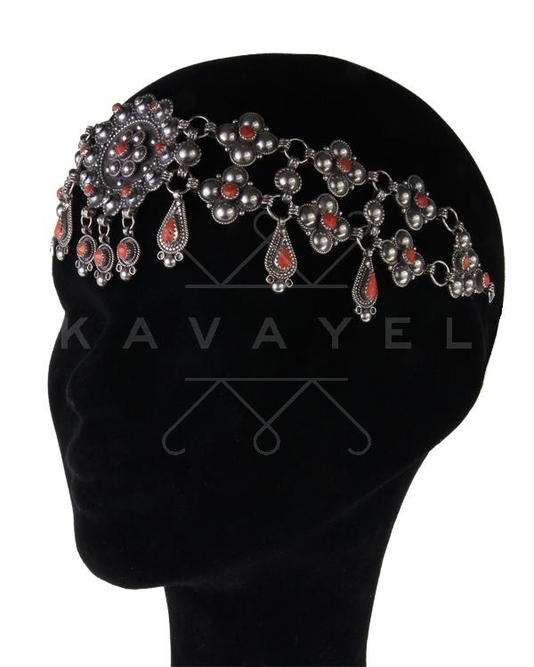 Si vous souhaitez acheter des bijoux kabyles ou faire une location de  parure kabyle allez sur http//www.kavayel.com ou sur  http//www.facebook.com/Kavayel