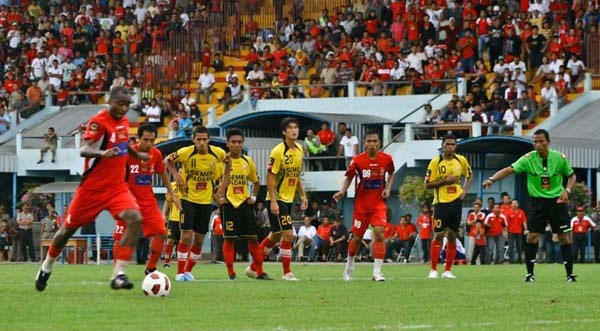 Persija-vs-Semen-Padang-IPL-2013
