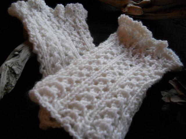 Hvite romantiske pulsvarere med nydelig hullmønster