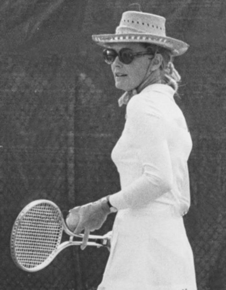 Grace Kelly jugando a tenis