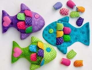 http://un-mundo-manualidades.blogspot.com.es/2013/02/hermoso-pescado-manualidades-con-tela.html