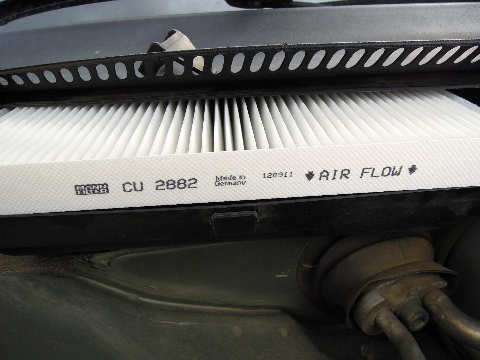 El primero que vamos a cambiar es el filtro antipolen o filtro de habit culo es el encargado del filtrar el aire que sale por las rejillas de climatizaci n