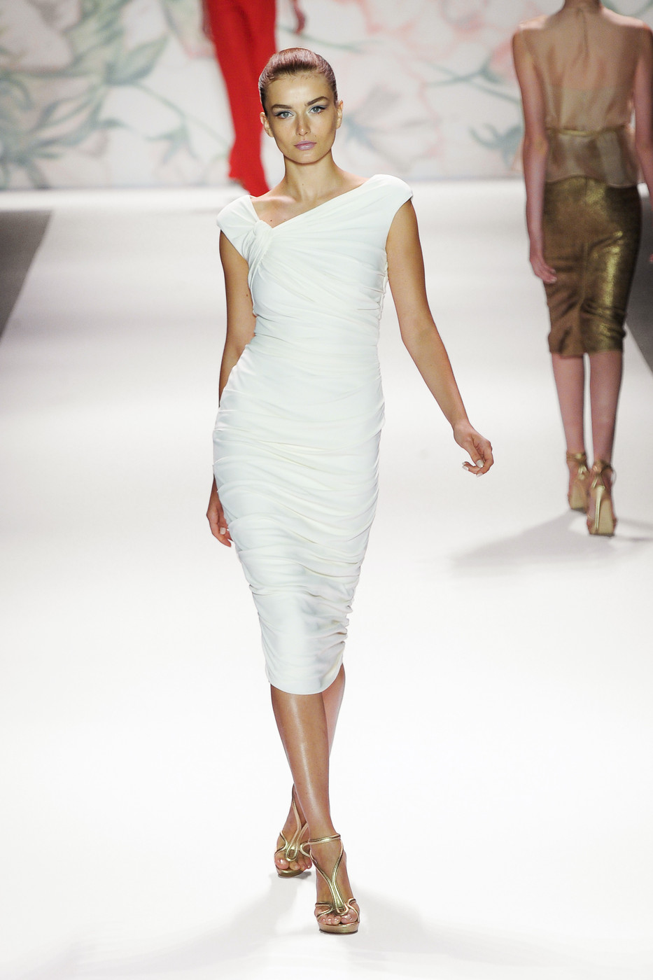 via fashioned by love | Moique Lhuillier Spring/Summer 2011 White