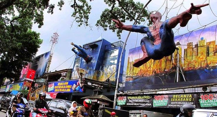 Jalan-jalan ketemu Superhero di Jalan Cihampelas