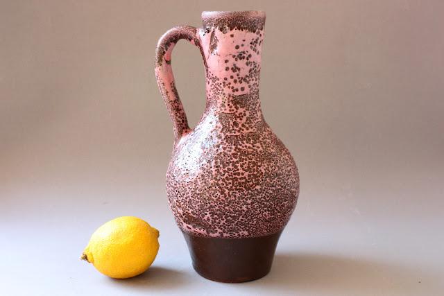 alte hohe keramikvase mit henkel rosa altrosa braun schaumglasur fat lava blumenvase vase keramik