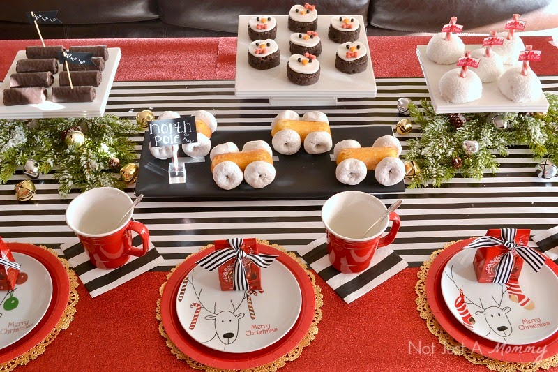 Holiday With Hostess Snacks table #HostessHoliday