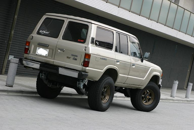 Random Me  Toyota Land Cruiser Series 60  62