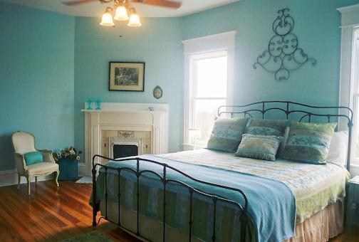 Paredes azul marino para tu dormitorio cocinas modernas for Colores relajantes para recamaras