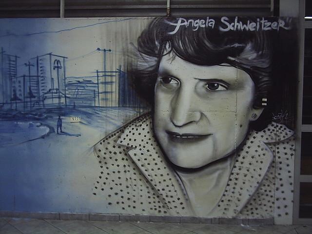 graffiti de izak y esec en escuela de arquitectura UCN, antofagasta, chile