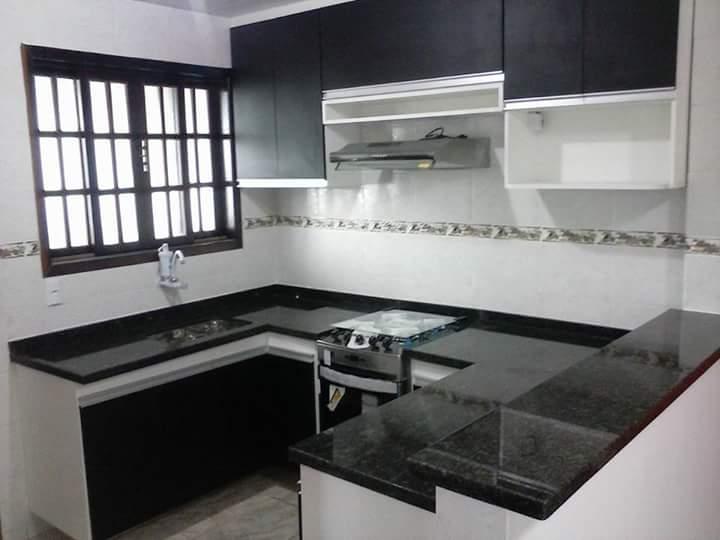 MARCENARIA Armário de cozinha fogao embutido na cor preto e branco