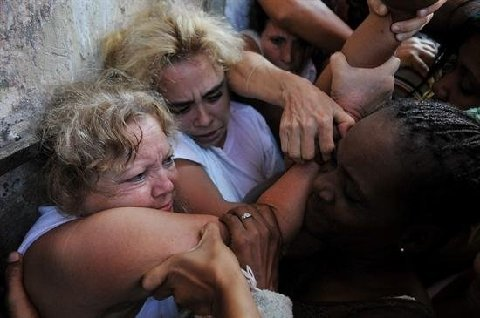 Pro Government Mob Beats Bites Insults Ladies In White In Havana