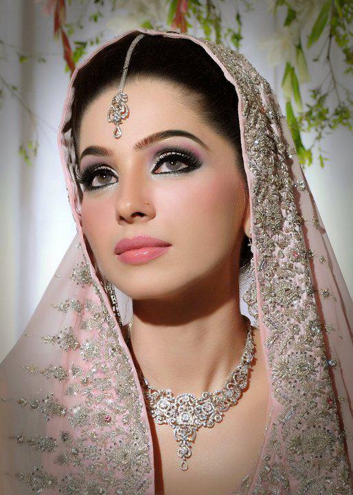 White Dress Bridal Makeup : Dulha and Dulhan PAKISTANI WEDDINGS PHOTOS AND VIDEOS ...