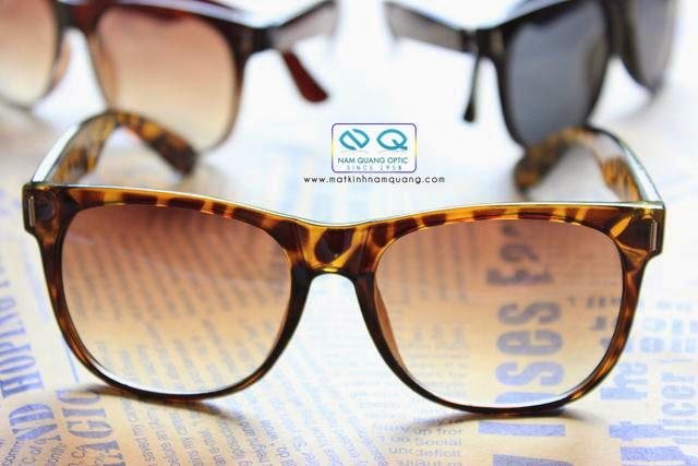 Được sản xuất theo công nghệ tiên tiến kết hợp với chất liệu nhựa cao cấp, những chiếc kính mắt thời trang nam và nữ đi đường bạn sẽ cảm thấy rất là thoải mái và an tâm.