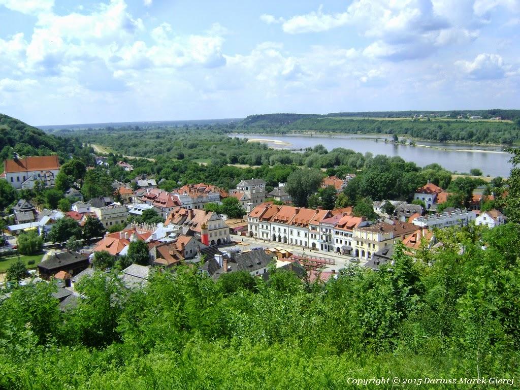 Najpiękniejszy widok na Kazimierz Dolny i wijącą się Wisłę rozciąga się z Góry Trzech Krzyży fot Dariusz Marek Gierej