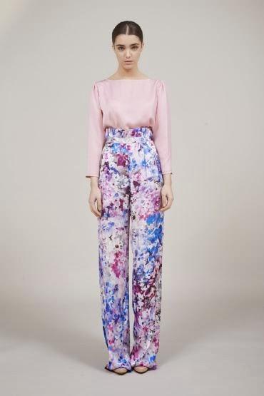 Esencia Trendy Inspiración Invitada boda pantalones palazzo coosy estampado flores pantalon evento look estilismo como llevar