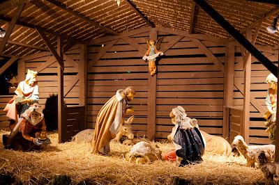 El Niño Jesus nace en el pesebre en Nochebuena