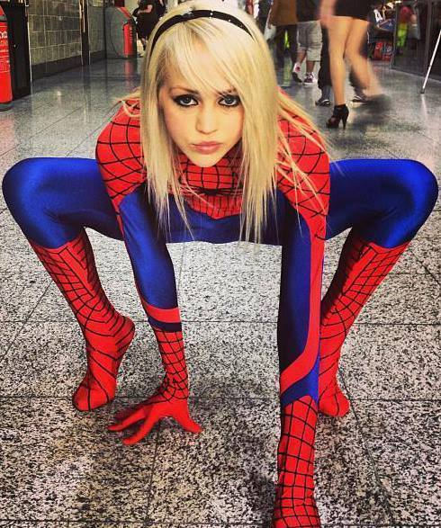 Sexy spiderman cosplay