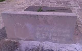 Βεβήλωσαν τον τάφο του Καζαντζάκη (εικόνες)