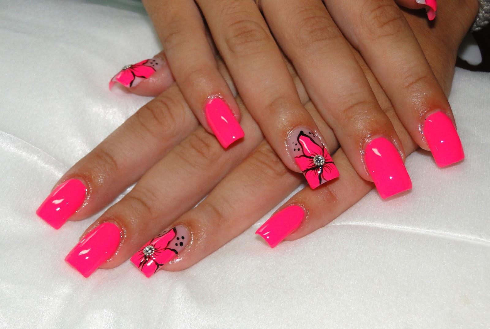 Маникюр с розовым гель лаком фото