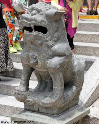 León en la entrada del templo A-Ma de Macao