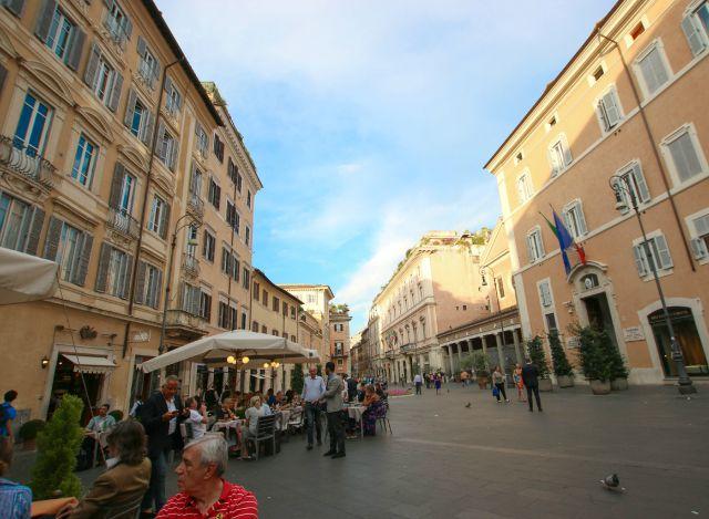 Blick auf die Piazza in Rom - Frühstück bei Emma