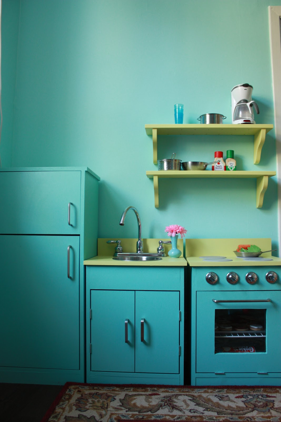 ROOK: Holly\'s play kitchen