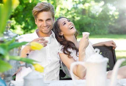 كيف تعرفين ما يخفيه زوجك عنك - رجل محتال خائن - sneaky cheating man