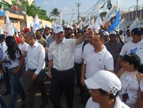 Mano a mano de Luis Abinader en Cancino Adentro se convierte en marcha caravana