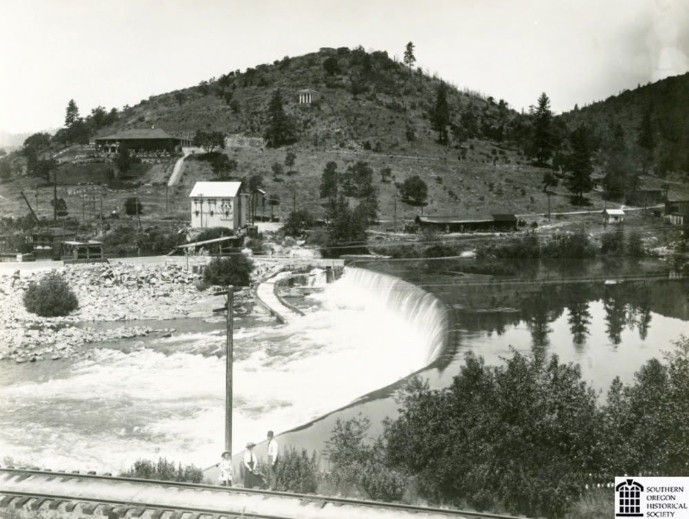 http://www.oregonencyclopedia.org/entry/view/gold_ray_dam/