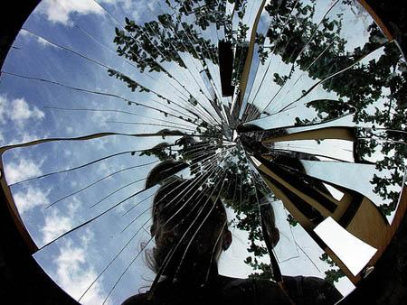 Diventa cio 39 che sei la vita come un frammento di - Specchio rotto sfortuna ...