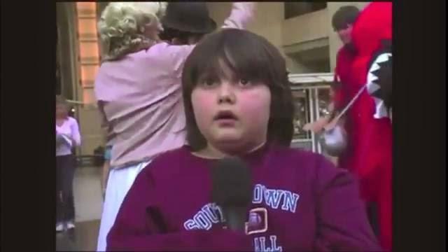 Un enfant trop nerveux à la télévision incapable de parler