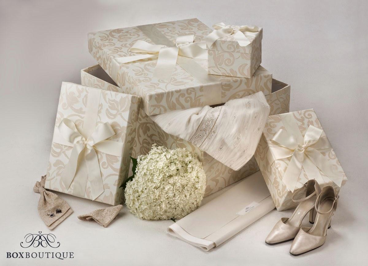 Bewahren Sie Ihre Hochzeits-Erinnerungsstücke richtig auf! Hier: die Brautkleidbox Ivory Dream und die dazu passenden Accessoires-Boxen.