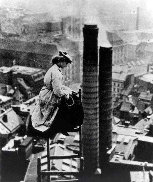52 photos of women who changed history forever - A mason high above Berlin. [c. 1900]