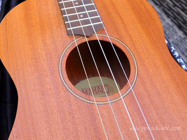 Mahalo U320B Baritone ukulele sound hole