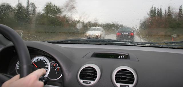 4 tips manejar bajo la lluvia