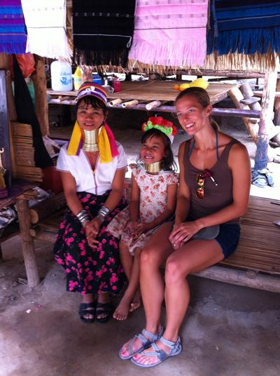 Bộ tộc phụ nữ đeo vòng làm cổ dài ở thái lan 4