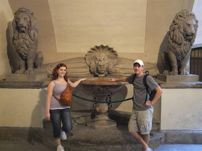 Florence Fountain, bring backpacks when travel