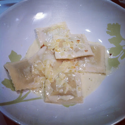 Quest for Delish: Ravioli with Garlic Wine Cream sauce
