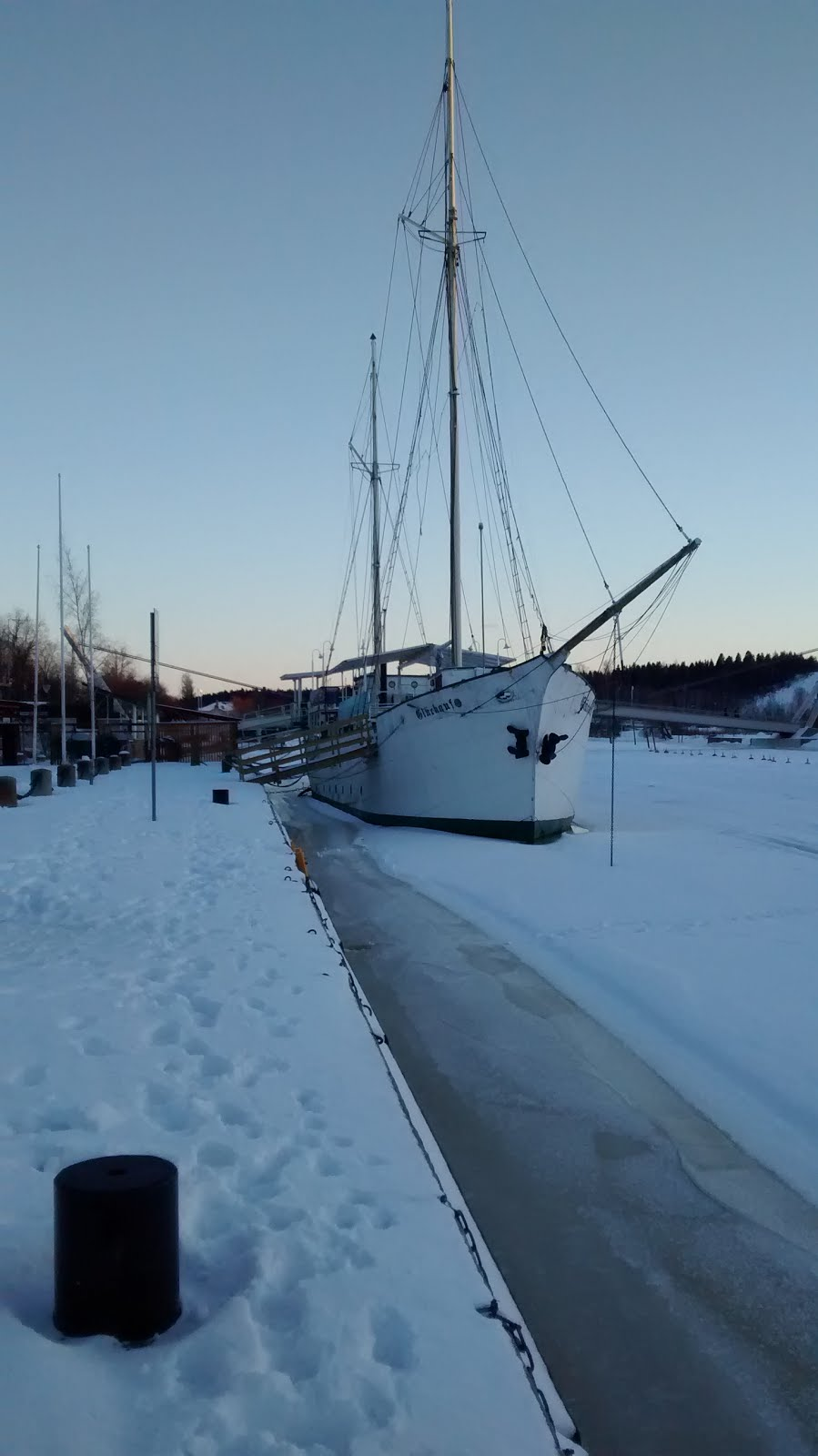 Going Nowhere Fast On The Porvoo River.