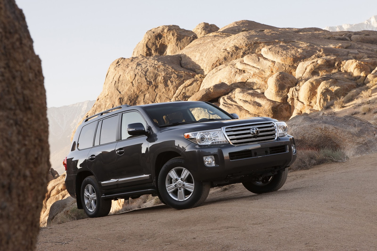 automotive infatuation the 2013 toyota land cruiser. Black Bedroom Furniture Sets. Home Design Ideas
