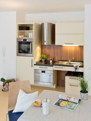 kleine Küche - auch für Rollstuhlfahrer geeignet.