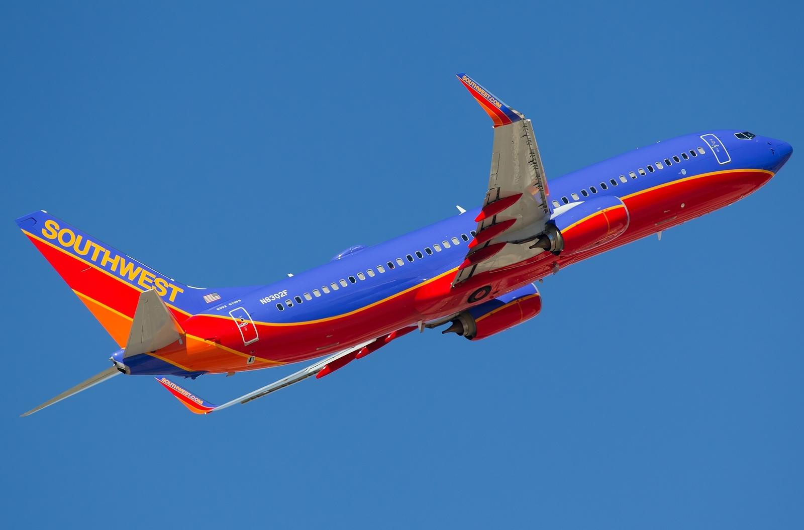 http://1.bp.blogspot.com/-qnWSMwrZHe8/UUkB5ImerII/AAAAAAAAPoo/b8KS8fTDX9Y/s1600/boeing_737-800_southwest_airlines.jpg