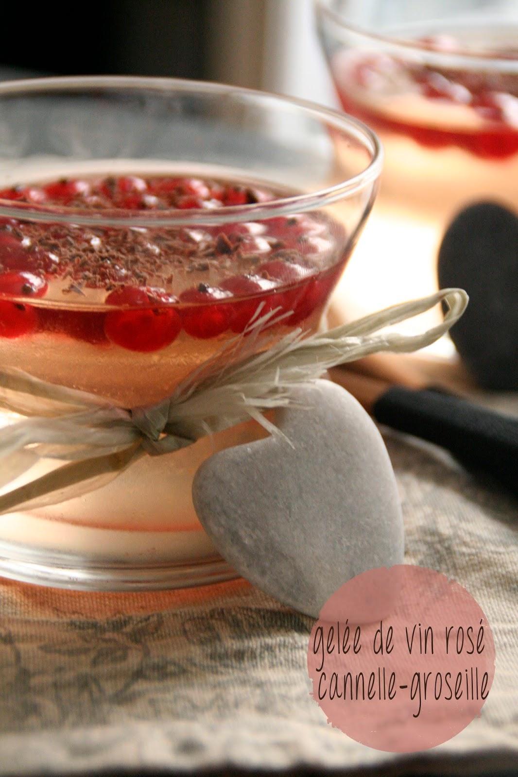 http://etcharlottedecouvritlacuisine.blogspot.fr/2014/07/gelee-de-vin-rose-cannelle-groseille.html