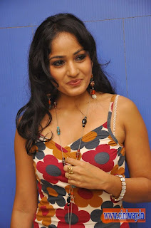 Madhavi-Latha-Latest-Photos