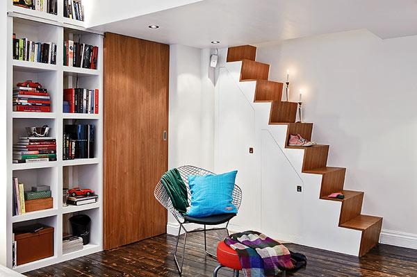 Dise adora de interiores un peque o departamento con - Soluciones escaleras poco espacio ...