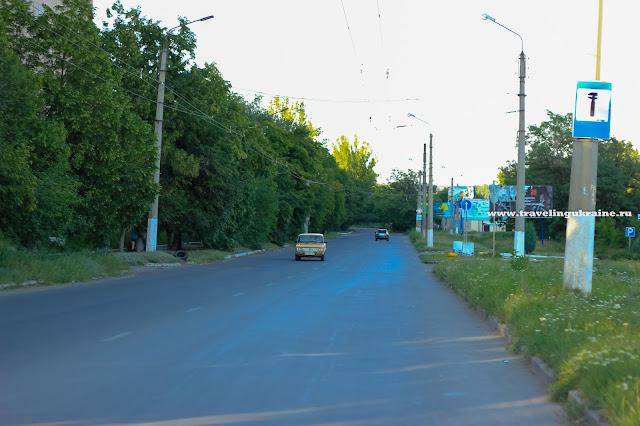 Дорога на микрорайоне Артема через 2 недели после войны